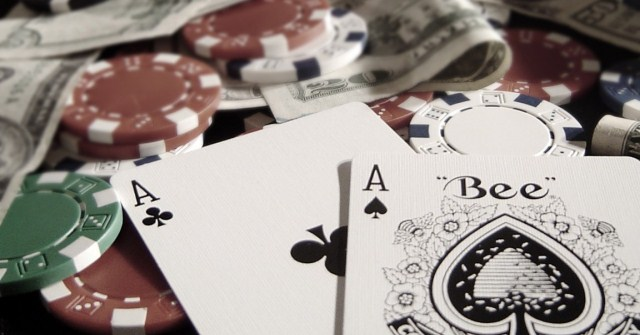 1246365641_pokerwallpaper_01