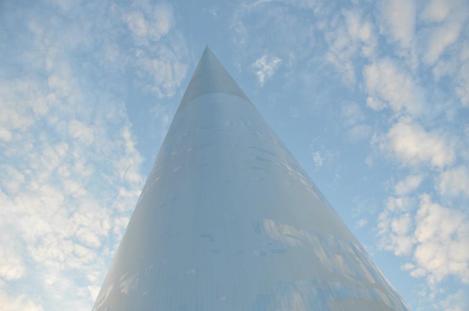 2. Дорога в Небо! Самый высокий 121 метровый памятник в мире. Диаметр у основания всего 3 метра !